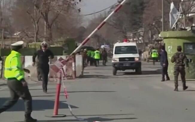 Policiais do Afeganistão só identificaram explosivos em segunda base do bairro e não conseguiram impedir a explosão
