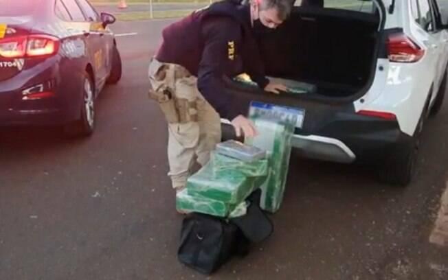Policiais da região são presos com 108 kg de droga no MS