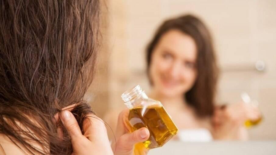 Veja o que você pode fazer durante o outono e inverno para combater os cabelos ressecados e o frizz