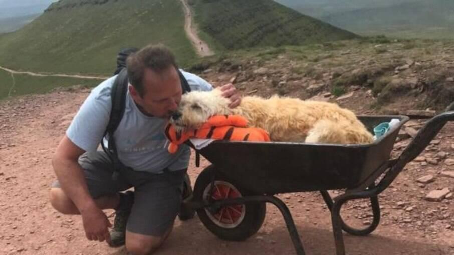 Dono de Monty quis levá-lo para uma última aventura antes de sua morte