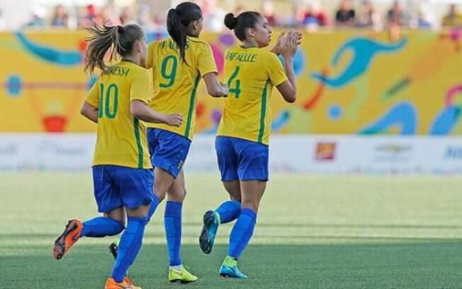 Talentosa no jogo aéreo, Rafaelle marcou dois gols na vitória do Brasil sobre o México por 4 a 2, na semifinal do Pan de Toronto. O Brasil conquistou o ouro