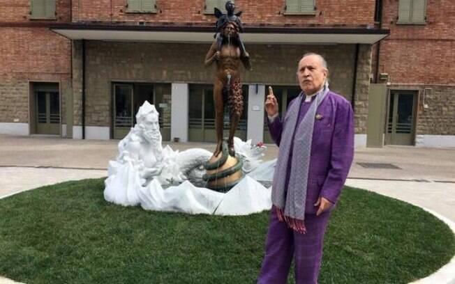 Obra do artista Luigi Ontani, escultura da fonte foi definida como