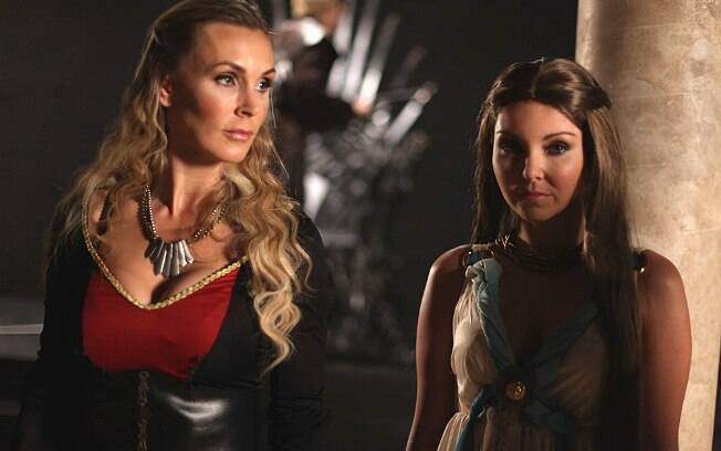 Versões de Cersei Lannister (Tanya Tate) e Margaery Tyrell (Aaliyah Love) de
