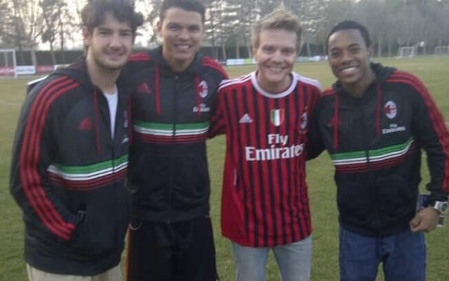 Michel Teló  tietou os astros do futebol Alexandre Pato, Thiago Silva e Robinho