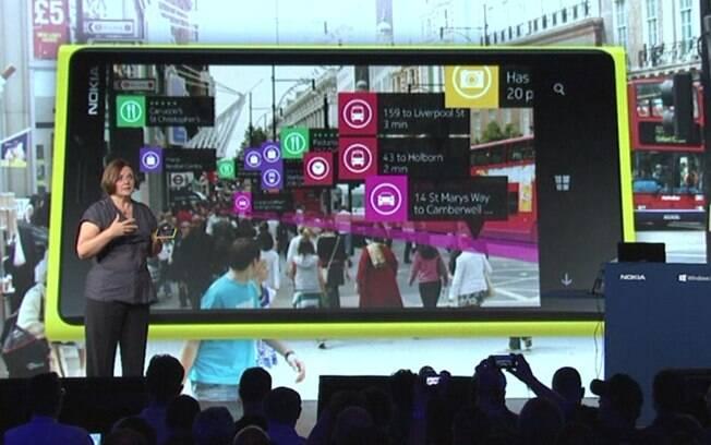 Executiva da Nokia apresenta City Lens, novo aplicativo de realidade aumentada para smartphones Lumia