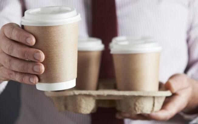 """As bebidas vendidas em redes de cafeteria com """"níveis alarmantes de açúcar"""""""