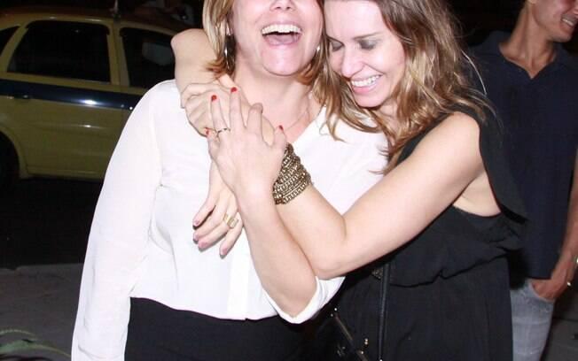 Heloísa Périssé e Paula Burlamaqui animadas no fim da festa. Foto ...