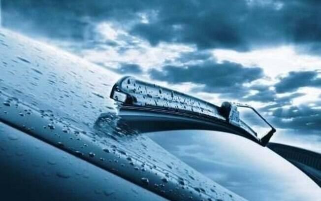 A borracha do limpador do para-brisa pode grudar no vidro se esquecer de retirá-lo antes de deixar seu carro parado.