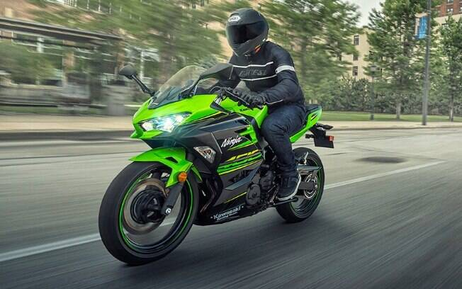 Kawasaki Ninja 400 faz manobras com rapidez e tem um acerto do conjunto mecânico e estrutural que agrada
