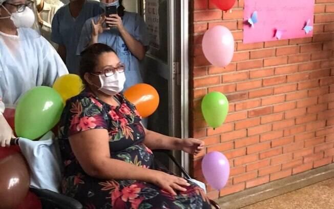 Celia Vilarinho ficou internada por 22 dias,12 deles entubada em UTI
