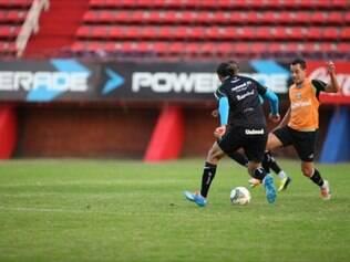 Pressionado, Grêmio quer vencer na Argentina
