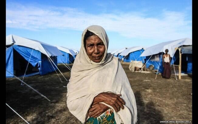 'O nome dela é Rasoul. Aos 75 anos, ela foi forçada a deixar sua casa por causa da violência sectária em Myanmar', explica fotógrafo. Foto: Phil Behan/ Acnur