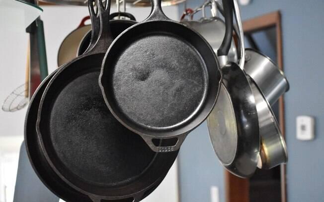 Utilize frigideiras, chapas ou o que tiver em casa