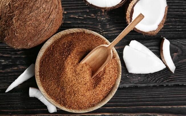 Usar açúcar de coco é uma sugestão para deixar o chocolate quente mais saudável