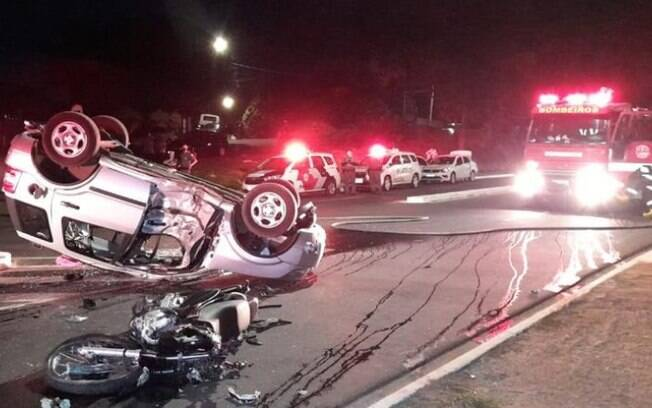Acidente entre carro e moto em Americana deixa duas vítimas em estado grave