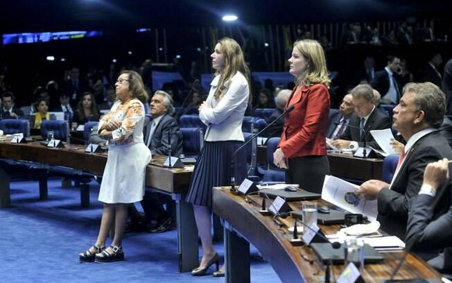 As senadoras Lídice da Mata (PSB-BA), Vanessa Grazziotin (PCdoB-AM) e Gleisi Hoffmann (PT-PR) durante a sessão deliberativa extraordinária que vota a admissibilidade do processo de afastamento da presidente Dilma Rouseff. Foto: Geraldo Magela/Agência Senado - 11.05.2016