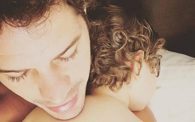 José Loreto posa com a filha no Dia dos Pais: