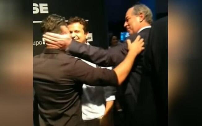 Ciro Gomes desferiu 'pescotapa' no youtuber Arthur do Val após evento em Porto Alegre (RS)