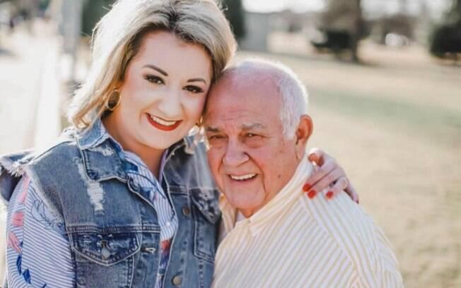 Alexis conheceu o seu marido na igreja e, após a esposa do homem morrer, eles se aproximaram e começaram a namorar