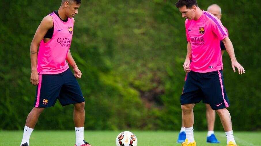 Neymar e Messi em treino do Barcelona