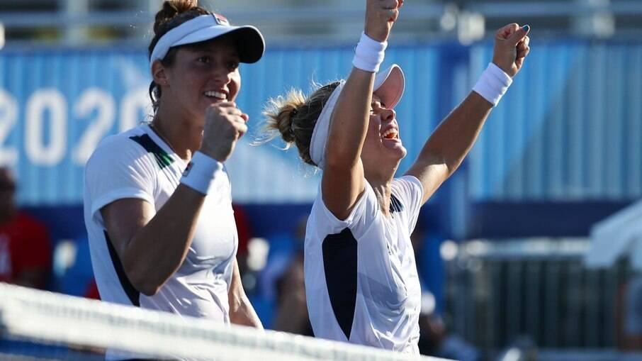 Luisa Stefani e Laura Pigossi conquistaram o bronze na dupla feminina do tênis