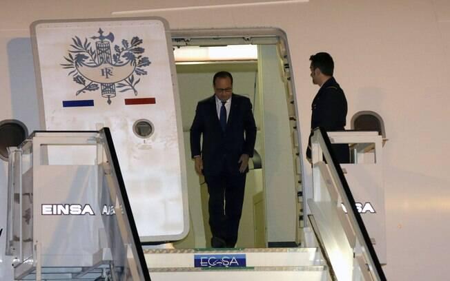 François Hollande é o primeiro presidente da França a pisar em Cuba
