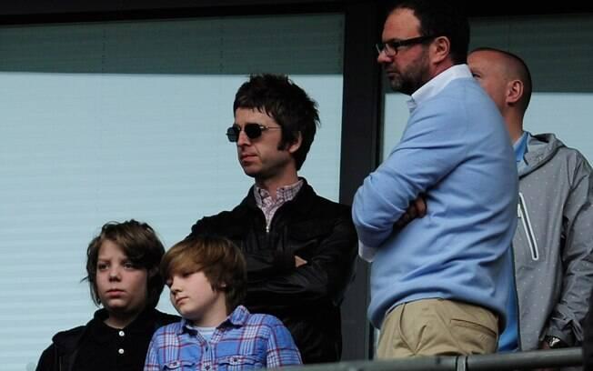 Noel Gallagher, irmão e ex-companheiro de  banda de Liam, também é fanático pelo City e  frequenta bastante os jogos do time