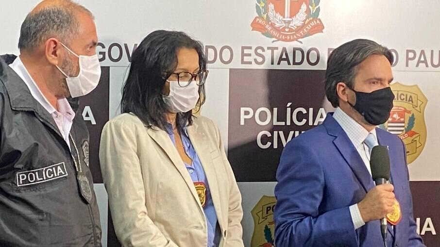policiais civis do 3º DP explicam mandado de prisão de acusado de feminicídio