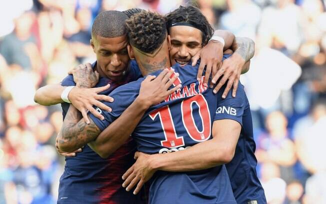 Trio Neymar, Cavani e Mbappé, ainda no PSG