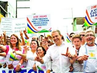 Chapa. Campos desfilou ao lado da candidata do PSB ao governo da Bahia, senadora Lídice da Mata