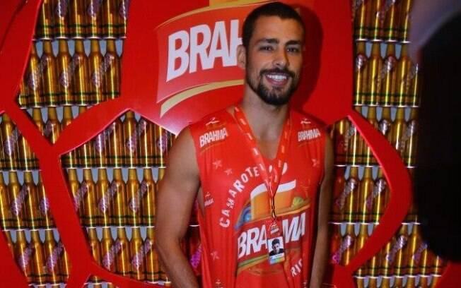 Cauã Reymond no camarote da Brahma no Rio, neste domingo (2)