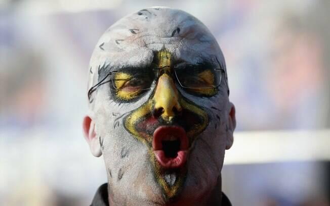 Torcedor do Benfica se pintou de águia,  símbolo do clube, para a final contra o Chelsea