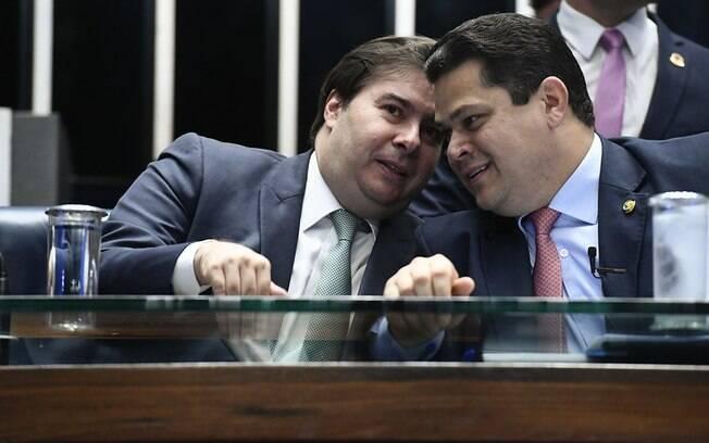 Parlamentares tentam barrar reeleição dos parlamentares do DEM, Maia e Alcolumbre
