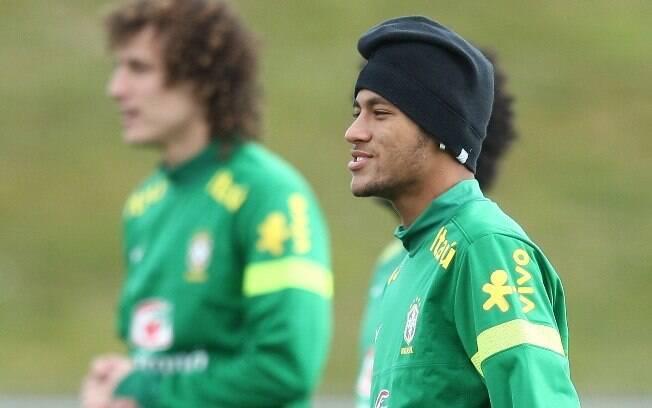 Neymar de protege do frio na cidade suíça