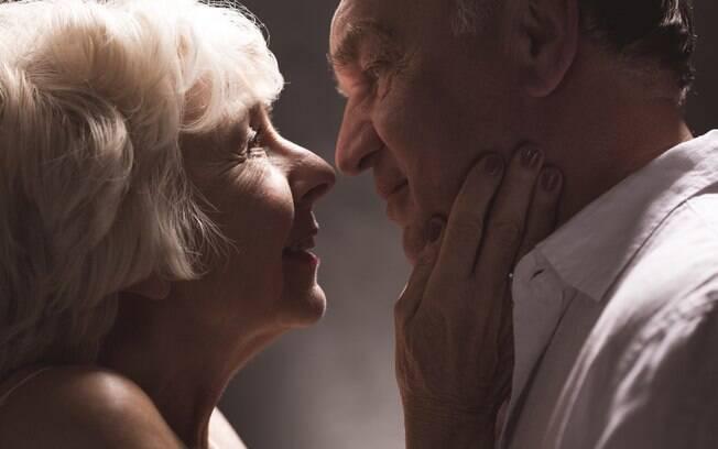 Pesquisa mostra que pessoas mais velhas continuam com a vida sexual ativa e acreditam que o sexo é importante