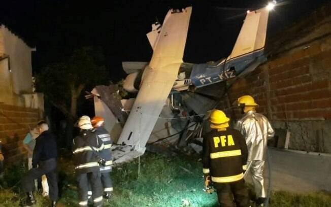 A residência onde o avião caiu estaria vazia