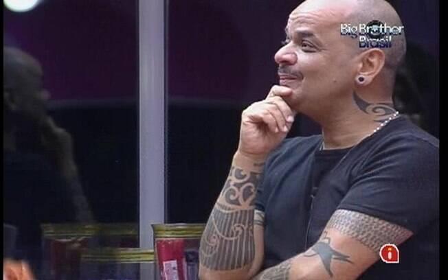 João Carvalho diz que ele e Yuri não conseguem mais ser amigos dentro do reality