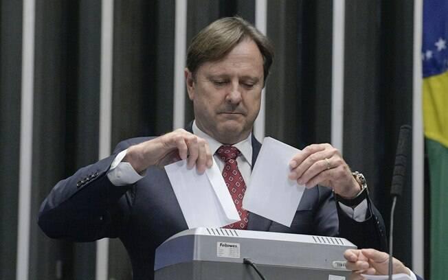Senador Acir Gurgacz (PDT-RO) triturou votos após descoberta de fraude em eleição no Senado