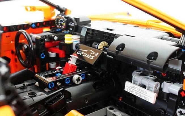 Apesar de serem constituídos por blocos plásticos, a LEGO consegue detalhar até as minuciosidades dos carrinhos