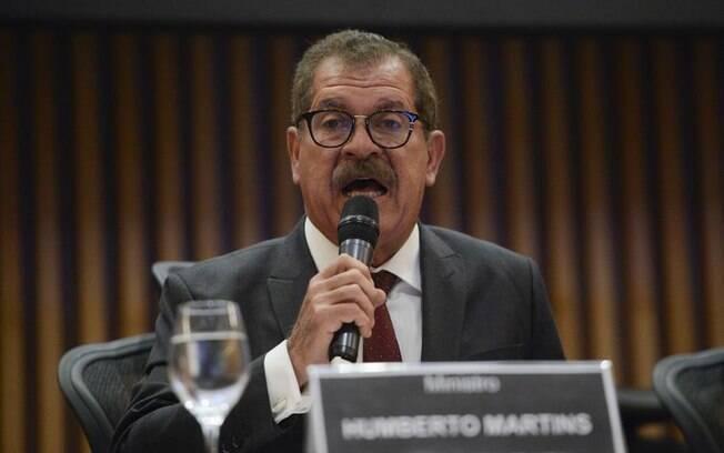 Corregedor Nacional de Justiça, ministro Humberto Martins, considerou que juiz suspeito não pode exercer a judicatura.