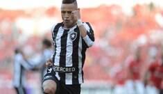 Rara precisão do ataque garante vitória improvável do Botafogo
