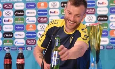 Jogador ironiza gesto de CR7 e pede patrocínio da Coca-Cola e Heineken