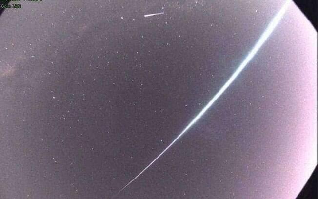 A 70 mil km/h, meteoro cruzou o céu do Paraná
