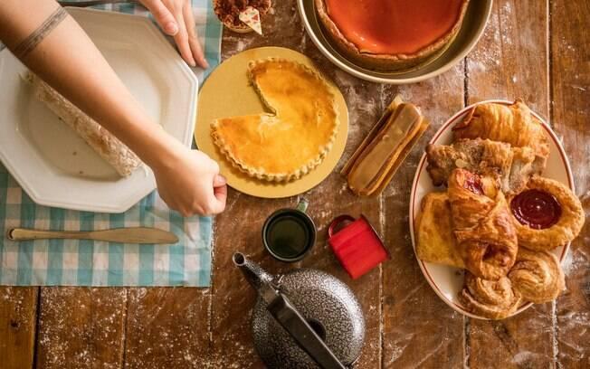 Torta de frango de liquidificador é uma receita fácil e que cai bem em diversos momentos do dia