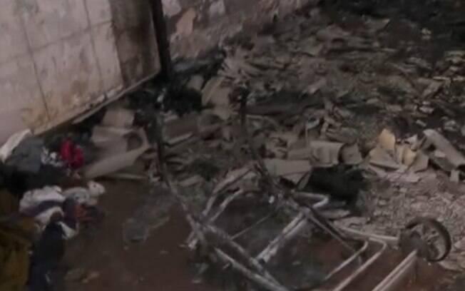 Cinzas do barraco foram periciadas na manhã desta terça-feira