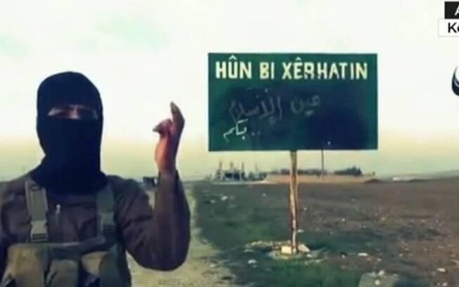 Rebelde se mostra chocado com a destruição causada por ataques: