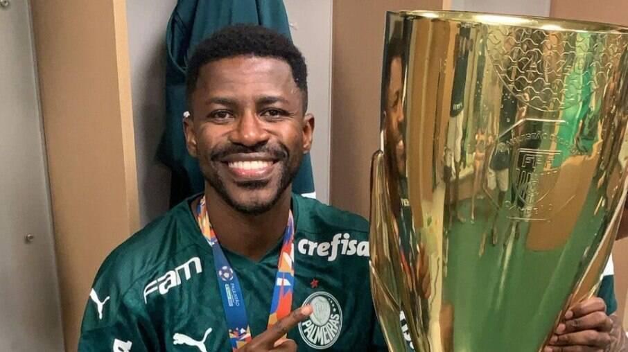 Ramires deixou o Palmeiras criticado pelos torcedores