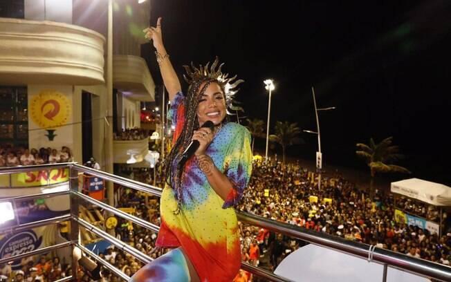Anitta comanda bloco em Salvador
