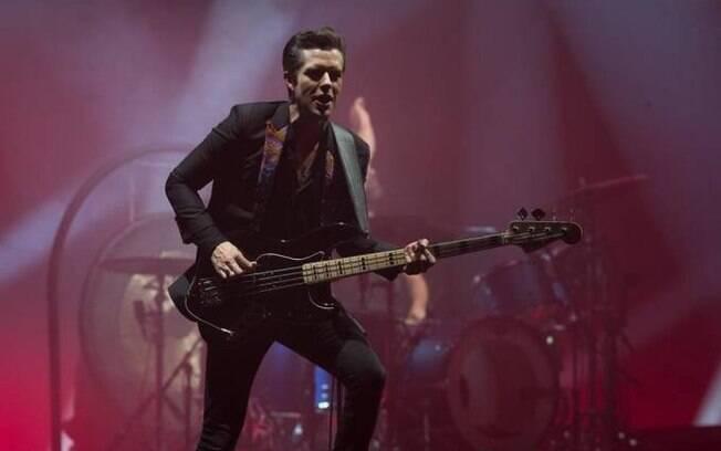 O vocalista do The Killers, Brandon Flowers, em ação