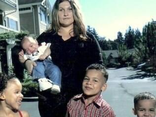 Mãe biológica tem teste negativo de maternidade dos filhos.